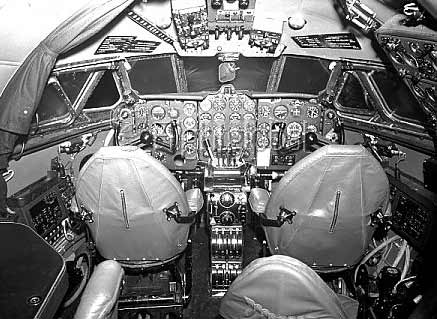 Comet cockpit interior B&W Fiddlersgreen.net