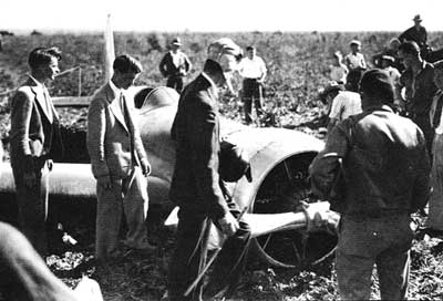 Howard Hughes Crashes his Hughes H-1