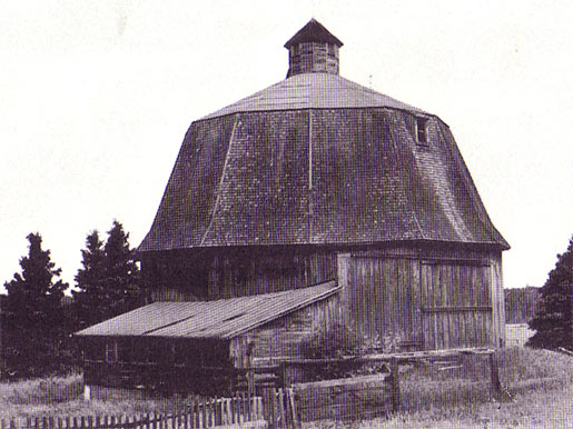 Polygonal Barn in Onterio